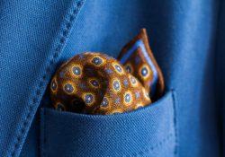 Et lommetørklæde i brystlommen er det sidste touch